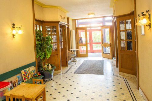 Eingangsbereich und Kindertischchen